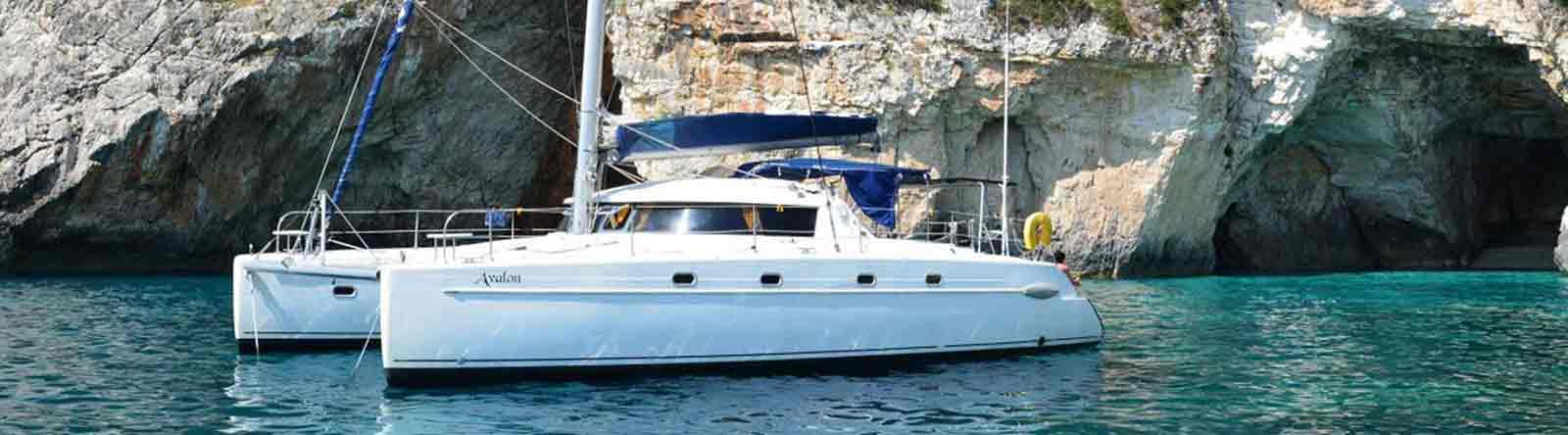 Katamaran Avalon ist ein komfortabel ausgestatteter Katamaran vom Typ Belize 43 der Werft Fountaine Pajot